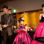 お揃いのピンクのドレスを来て、キャンドルガール&フラワーボーイの登場です♫
